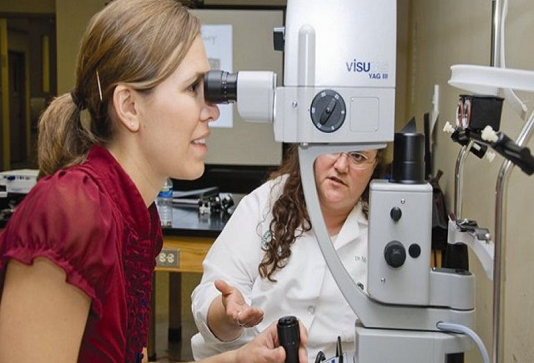 CERTIFICATE IN OPTOMETRY  WITH OPHTHALMIC  TECHNIQUE